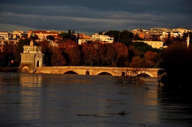 Roma alluvione ponte Milvio 2012